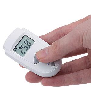 瞬時に計測!小型赤外線センサー温度計画像