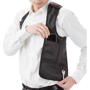 体にフィットする 脇隠し防犯バッグ
